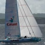Michel Desjoyeaux à bord de Géant à son arrivée à l´issue de la Route du Rhum 2002