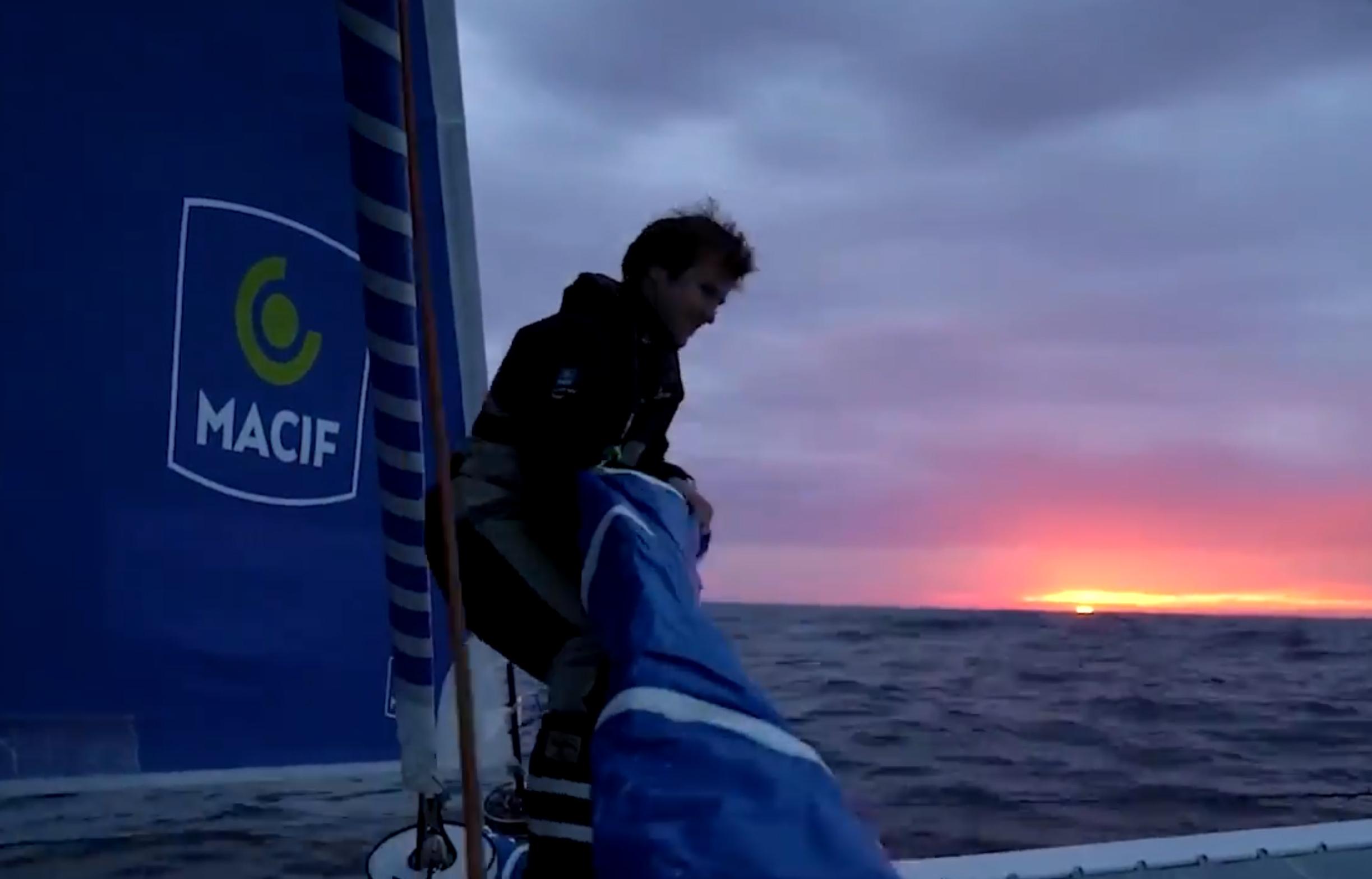 Nouveau record Ouessant-équateur pour Gabart