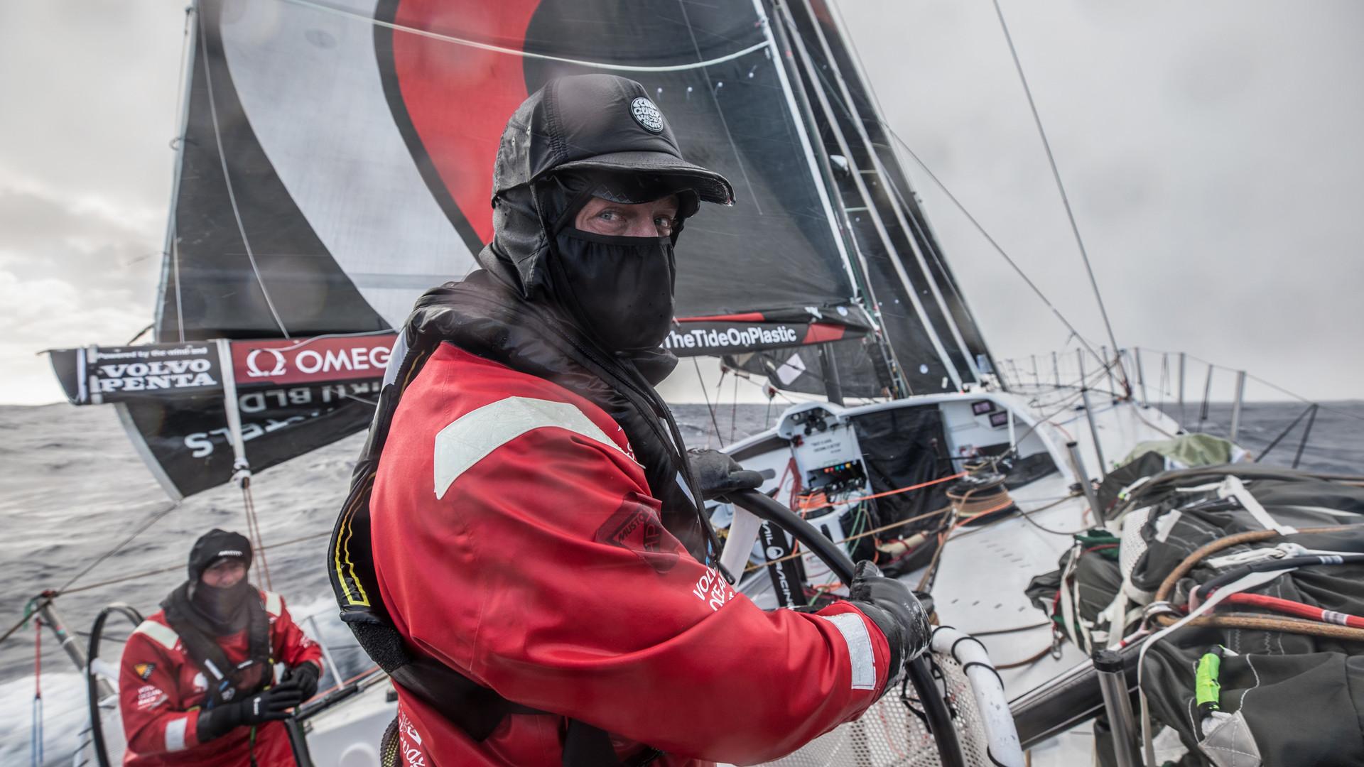 Un homme à la mer sur la Volvo Ocean race — Voile