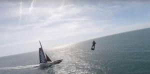 Le trimaran Sodebo Ultim 3 face au Flyboard de Franck Zappata, incroyable !