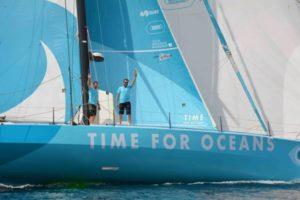 Stéphane Le Diraison et François Guiffant à bord de Time For Oceans sur la Fastnet