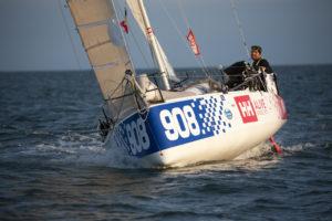 Mini Transat. Pavel Roubal (908) a déclenché sa balise de détresse