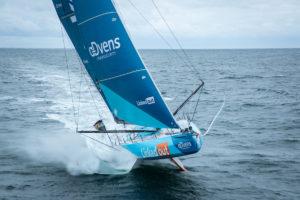 Vendée Arctique Les Sables d'Olonne. Thomas Ruyant en tête devant Charlie Dalin et Jérémie Beyou à la première marque