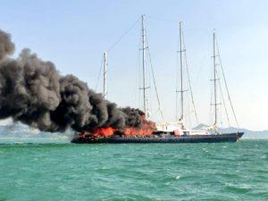 Le Phocéa ex-Club Méditerranée d'Alain Colas victime d'un incendie en Malaisie