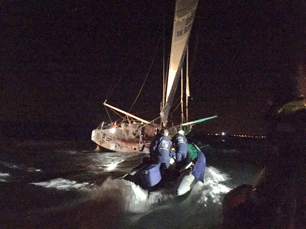 L'équipe GItana rejoint Sébastien Josse sur son bateau